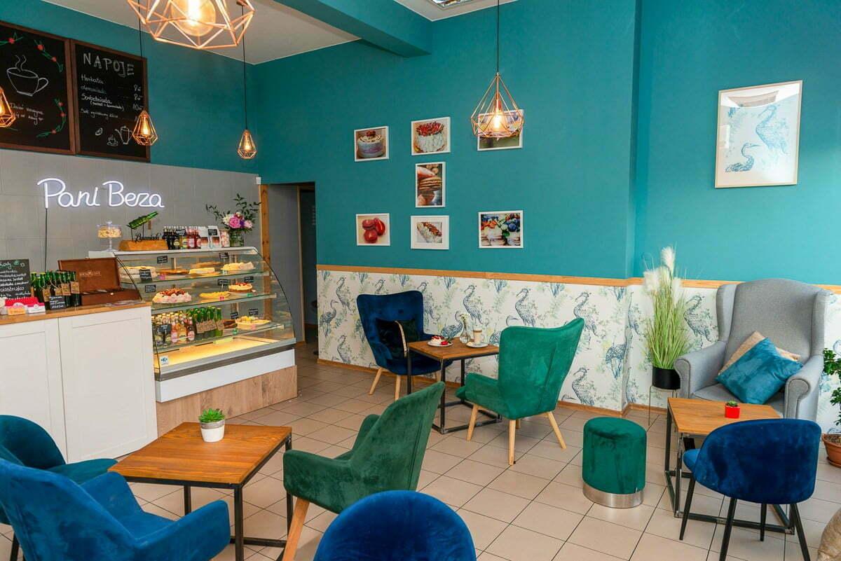 wnętrze lokalu kawiarni